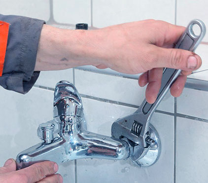 Установка водоразборной арматуры (смесителей)